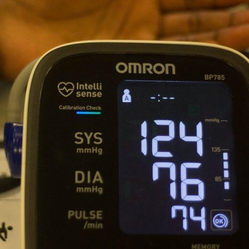 Diagnoza stanu zdrowia - Oxygen Advantage - pomiar ciśnienia krwi.